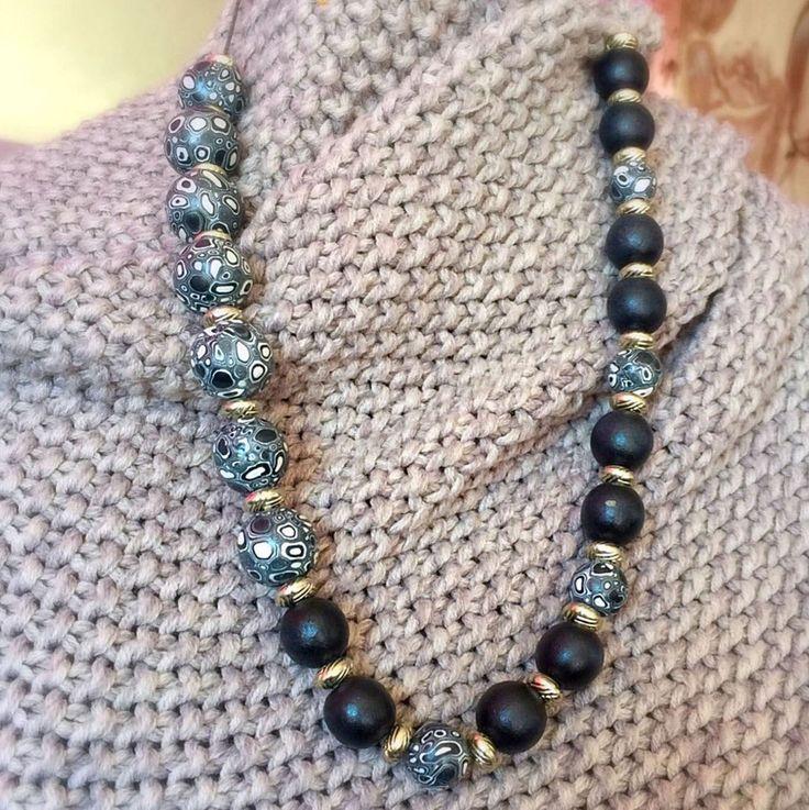Een persoonlijke favoriet uit mijn Etsy shop https://www.etsy.com/nl/listing/520862943/polymer-clay-beads-wooden-beads-black