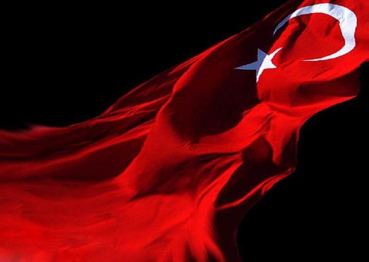 türk bayrağı siyah fonda