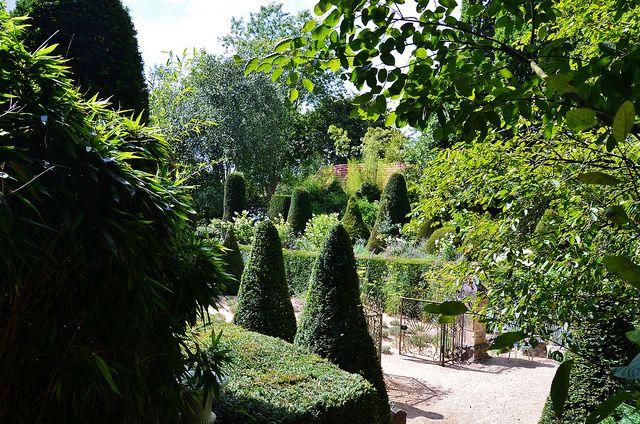 1000 images about les jardins agapanthe on pinterest gardens ux ui designer and lavender garden. Black Bedroom Furniture Sets. Home Design Ideas