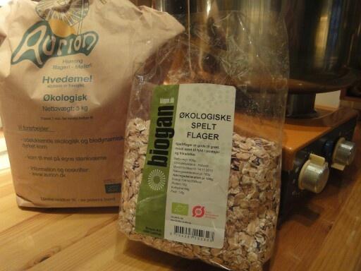 Så skal der bages...med mel fra Aurion...købt hos min økologiske købmand på nettet :-) PureGreen :-)