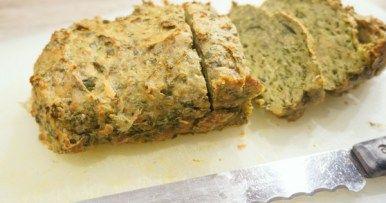 Gehaktbrood van kipgehakt met spinazie