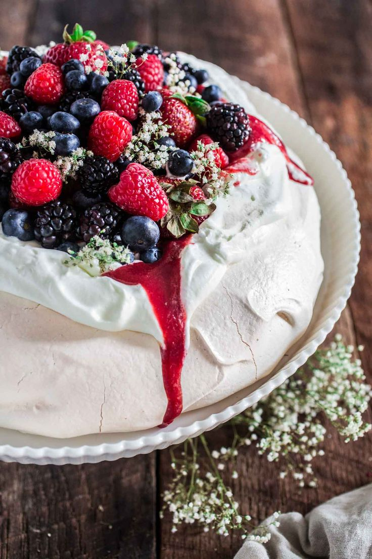 This Berry Pavlova is easy to make and is a beautiful and elegant dessert that can be served at any special occasions, all year long!