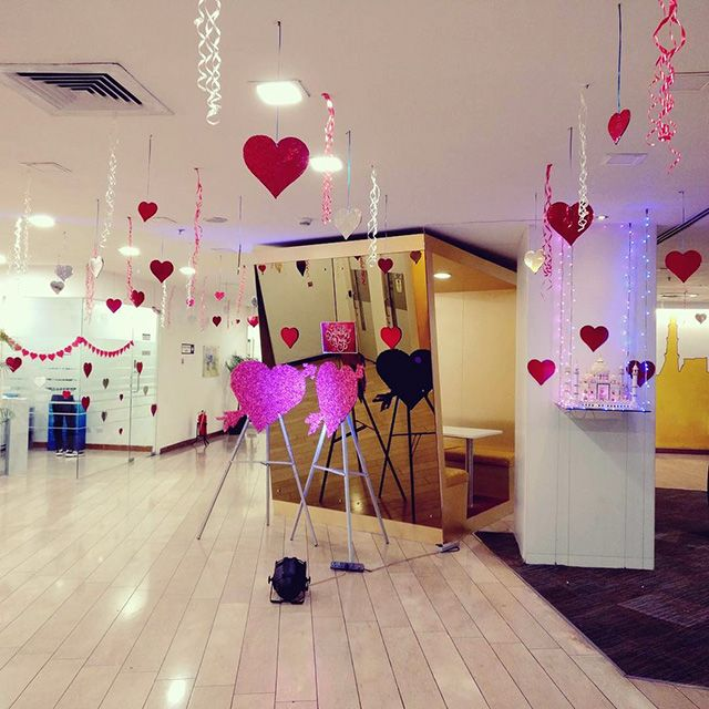 15 Savvy Valentine S Decoration Ideas For Small Office Homiku Com Valentine Decorations Decor Small Office