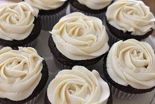 desert.: Flowers Cupcakes, Frostings Recipes, Buttercream Rose, Rose Cupcakes, Buttercream Ice, Buttercream Recipes, Buttercream Flowers, Buttercream Frostings, Buttercream Cupcakes