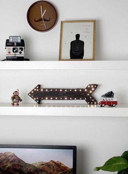 Maak zelf een lichtbord in de vorm van een pijl met deze makkelijke beschrijving en gratis patroon.