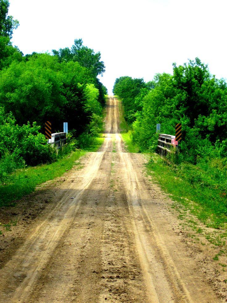 Would love to be kicking up the dust in the old 4-wheel drive on this road.