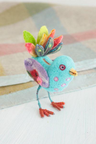 Felted bird from Carnival of Felting by Gillian Harris #bird #felt #felting #feltmaking #needlefelting #colourful #cute Copyright Gillian Harris