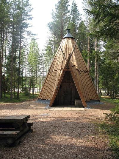 Luonto-Parran kota  lämpöpuisella vuorauksella. Suomen Lämpöpuu Oy, Teuva.