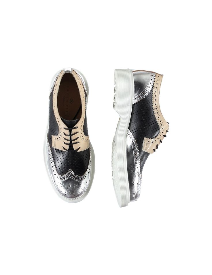 Improvepre derby shoes. This women's derby shoe stands out with its tricolor design. Black, dusty pink and silver work together to accentuate the leather details. #loveisessentiel - Essentiel Antwerp