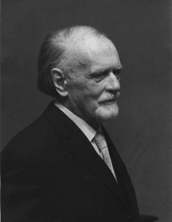 Zoltán Kodály (1882-1967), was a Hungarian composer and folk music and ethnography researcher. Between 1907 and 1942 he was professor at the Academy of Music in Budapest  and had great influence on the development of new teaching methods. Kodály worked from 1905 with Béla Bartók to map the Hungarian folklore. His musical style was going through a post-Romantic-Viennese first phase and evolved into its main feature: the mixture of folklore and complex harmonies of the 20th century.