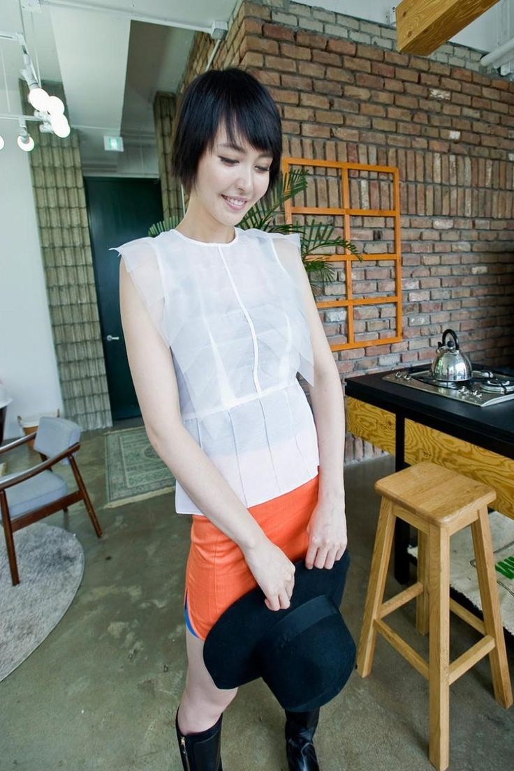 contemporer sleeveless stack top from Kakuu Basic. Saved to Kakuu Basic Blouses & Shirts.