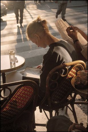 Paris, 1996 Gueorgui Pinkhassov. reading by the street cafe