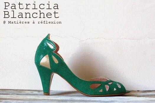 Gros plan sur les escarpins Patricia Blanchet  : ce sont les escarpins d'été, ajourés et en cuir martelé façon serpent. Les escarpins verts ...