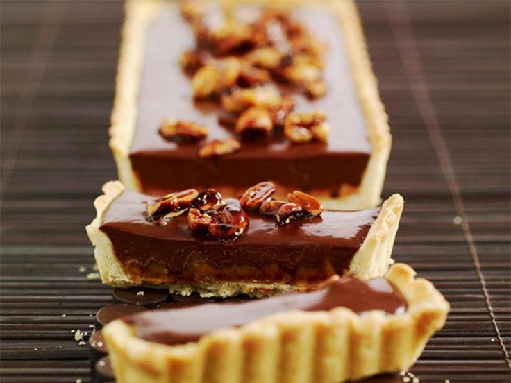 Recette de tarte au chocolat et cacahuètes caramélisées au Thermomix TM31 ou TM5. Faites ce dessert en mode étape par étape comme sur votre appareil !