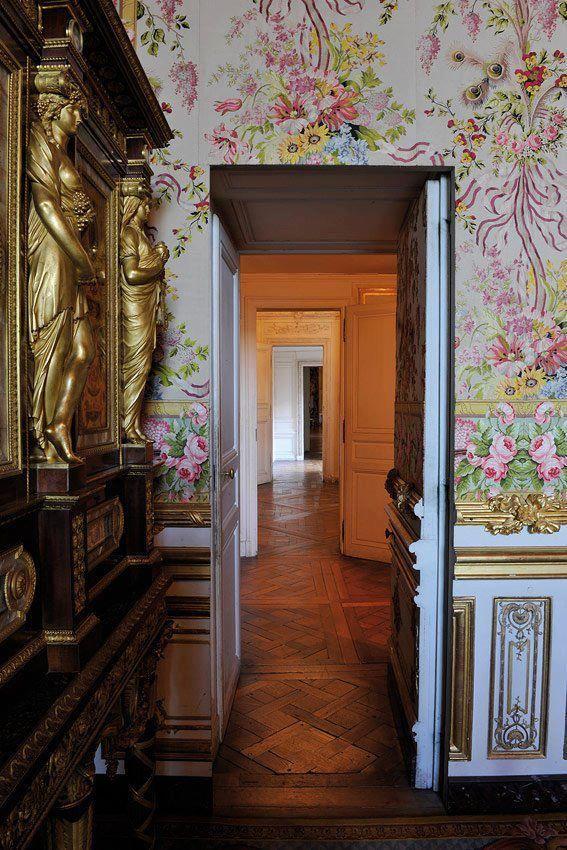 La porte d rob e de la chambre de la reine versailles for Chambre de la reine versailles