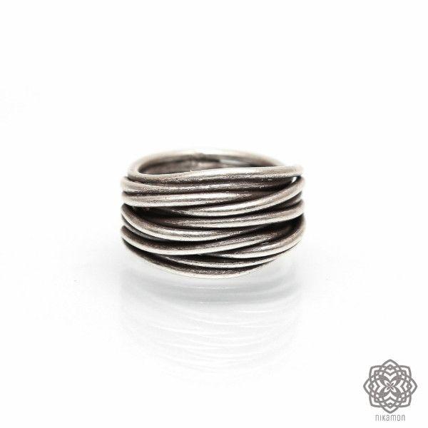 Srebrny pierścionek etniczny Zaplątany
