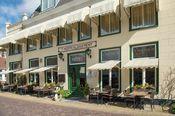 Het Heerenlogement Harlingen  Description: 't Heerenlogement is een oud rustiek hotel in het centrum van Harlingengelegen aan het water Franekereind. Het hotel werd vroeger als stempelpost gebruikt voor de beroemde 11 steden route. Het is een hotel met een geschiedenis. In 1823 overnachtte de schrijver Jacob van Lennep al in dit logement uit zijn dagboek dat later gepubliceerd is bleek dat hij een tevreden gast was. Harlingen is een oude stad en heeft vele monumenten (1500) . Daarnaast telt…