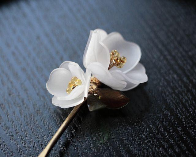 白椿〈つばき〉の2輪簪
