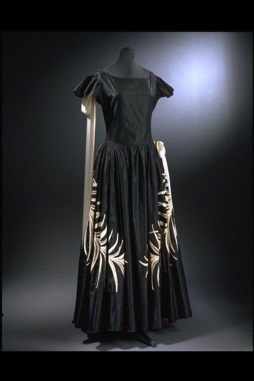 Robe de Style    Jeanne Lanvin, 1922    The Victoria & Albert Museum