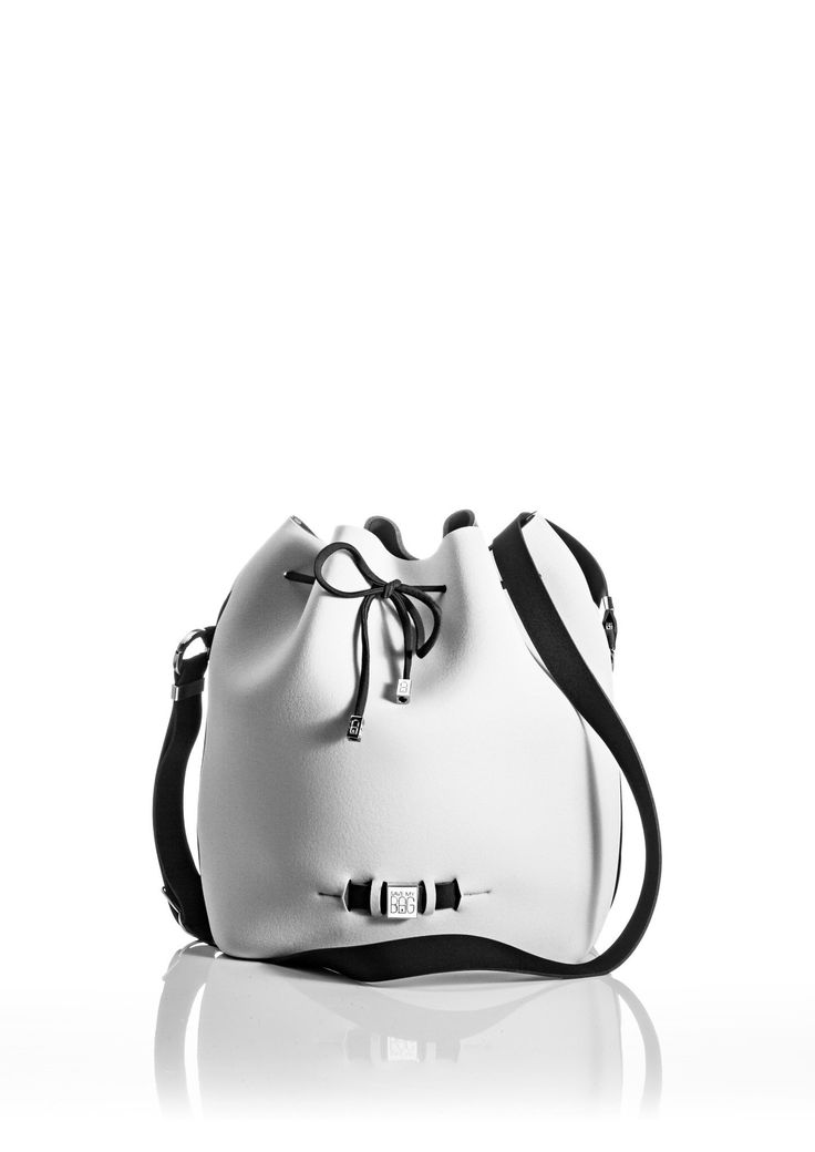 The Bubble is your bucket bag wardrobe staple.  A must-have style alongside totes and cross-bodies for the woman on the go.  With its drawstring closure, side zipper, adjustable strap and spaciousness, this is a practical day-to-day bag or one to take with you on travel adventures!   Size  240 x 175 x 30 mm  320g  Made in Italy  Vegan Friendly  Made from Poly-Lycra Fabric   Off White