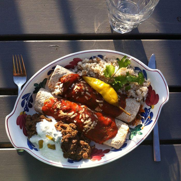 enchiladas met puree van kapucijners en vulling van aubergine, gehakt en tomaat #naareigensmaak
