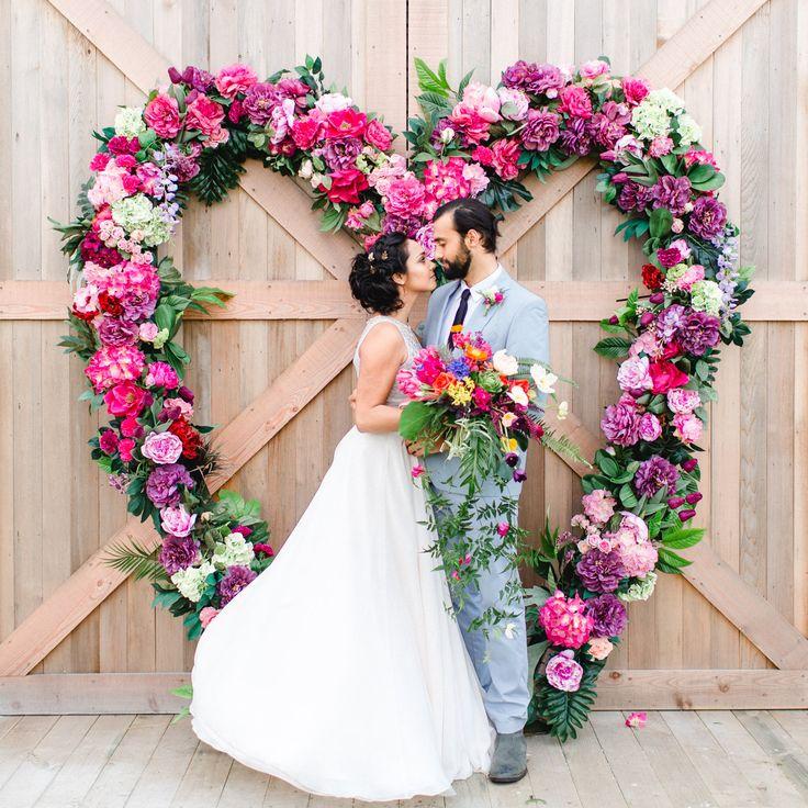 Giant flower heart by @Mimosa Floral Designs Photo @Hochzeitswahn