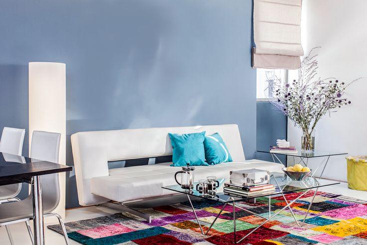 Sofás de colores neutros que se adaptan al colorido que has escogido para tu estar.