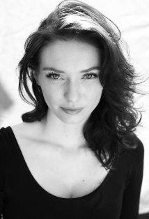 Eleanor Tomlinson's hair is so pretty!