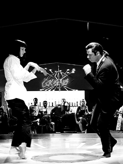 A famosa cena da dança no filme Pulp Fiction com Vincent Vega (John Travolta) e Mia Wallace (Uma Thurman) no club Jack Rabbit Slim's. John Travolta e Uma Thurman em Pulp Fiction, 1994,  dirigido por Quentin Tarantino