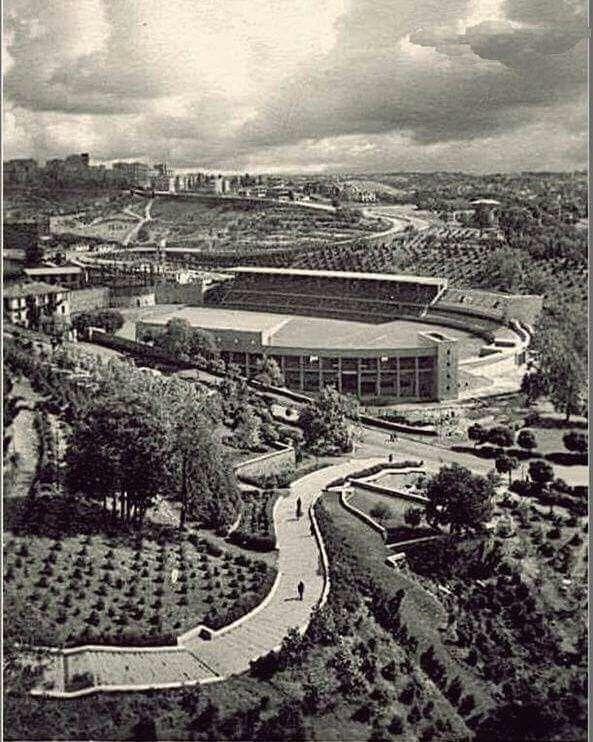 Gümüşsuyu sırtlarından İ.İnönü stadyumu ve arkasında Maçka panoraması .. 1950 li yıllar .. .. ..