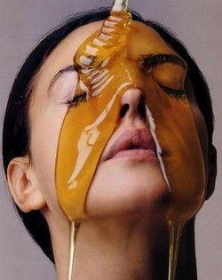 Recette du masque antirides à faire soi-même  >>> 1 cuillère à soupe de miel >>> 1 cuillère à soupe de vinaigre de cidre >>> 1 blanc d'oeuf ...