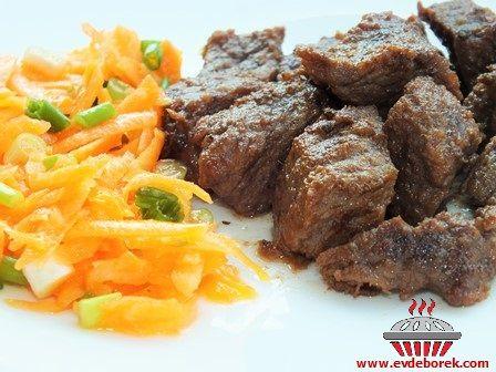 Maden Sulu Et Kavurma Tarifi, Bu gün sizlerle etlerinizi yumuşacık pişirmenin püf noktasını paylaşıyoruz. Her türlü etli yemekte kullanabilirsiniz. Evdeborek nefis ve leziz yemek tarifleri olarak sizlere şimdiden afiyet dileriz...
