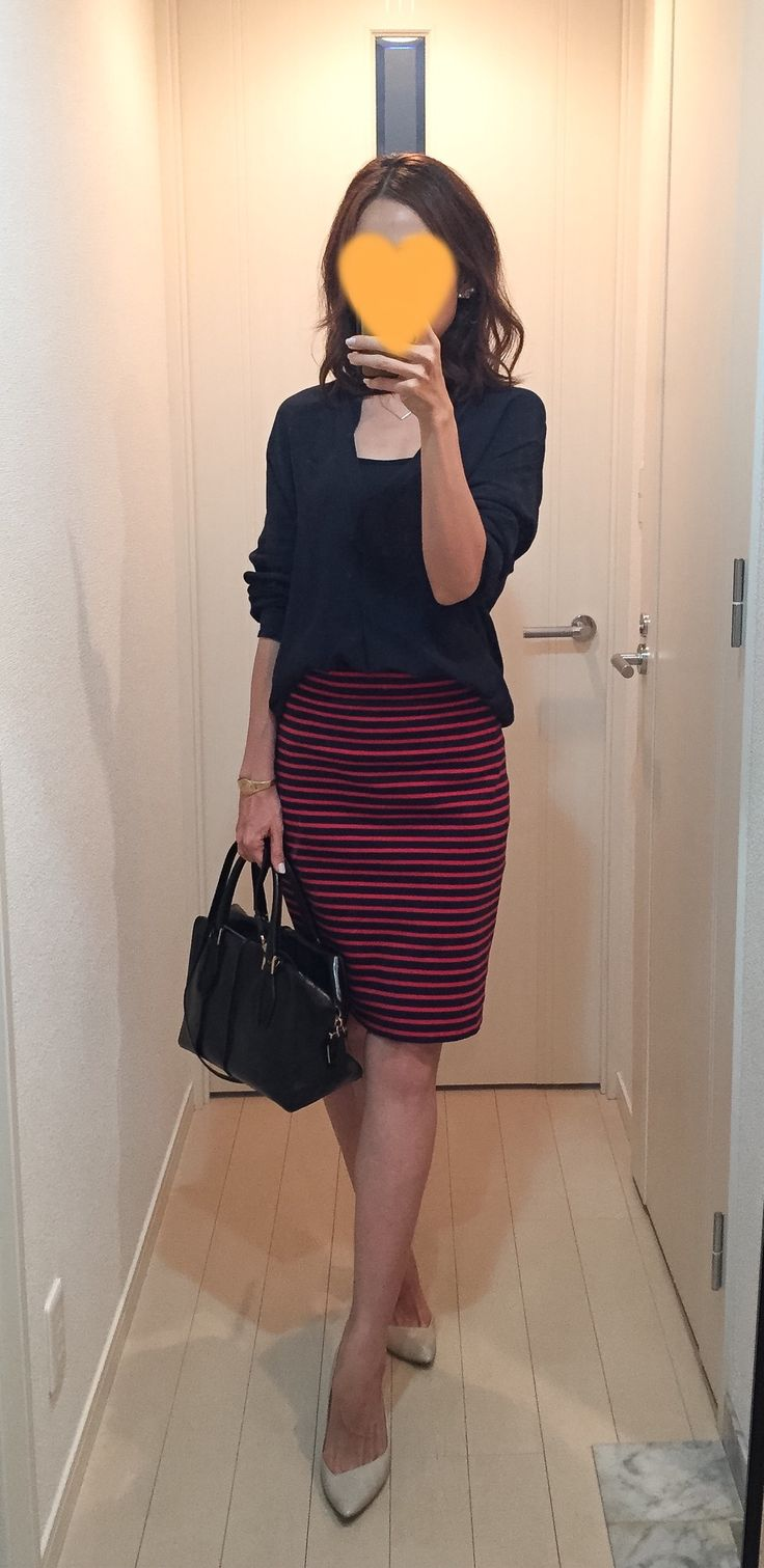 Navy shirt: ZARA, Striped skirt: allureville, Bag: Tod's, Pumps: CHUMBUR