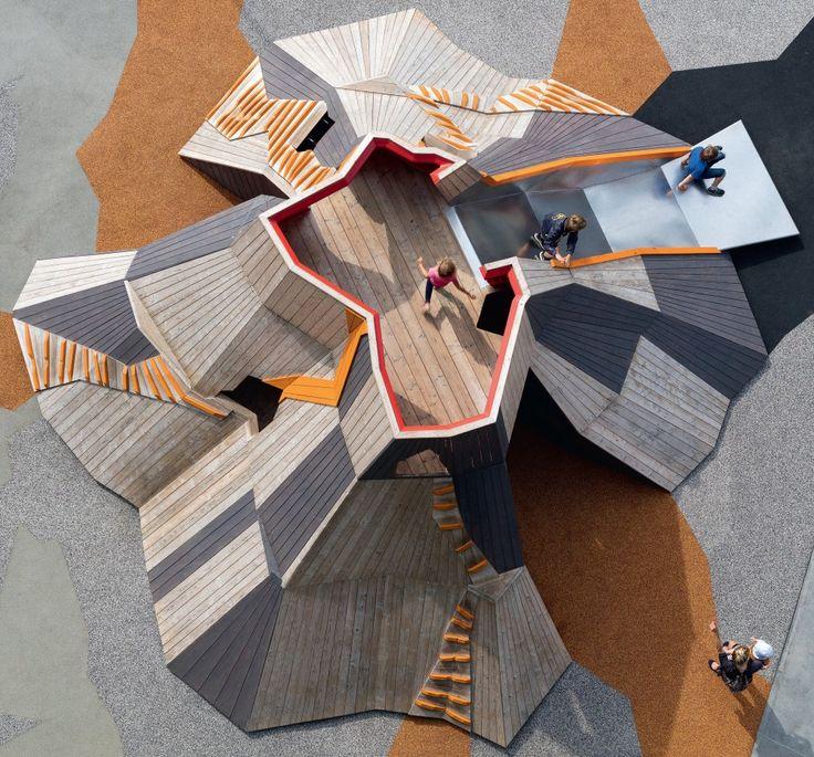 Hos MONSTRUM designer og producerer vi tematiske legepladser med fokus på kunstnerisk, designmæssig og arkitektonisk kvalitet.
