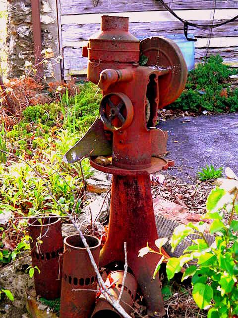 old water well pump of the old west #viqua