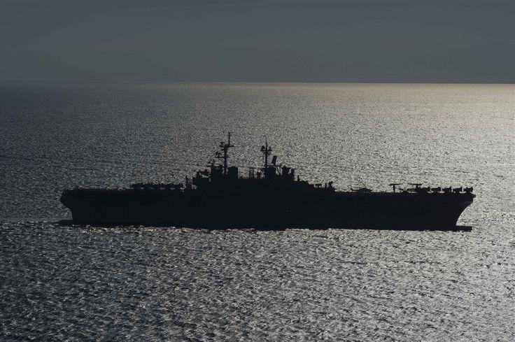 Vybrali jsme nejlepší fotografie týmu fotografů amerického námořnictva, který zveřejní každý rok tisíce fotografií ze života na palubách US NAVY. Začneme snímkem obojživelné útočné lodě USS Kearsarge (LHD 3) při cvičení v Egejském moři.