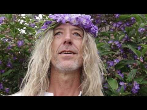 Istvan Sky - Om tare tuttare ture soha - live Chanting Divine Mantra - YouTube