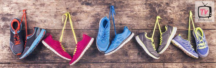 W tym odcinku prezentujemy 3 pomysły na wiązanie sznurówek. W prosty sposób możesz wyrazić swój styl, wybierając jeden z naszych sposobów! Wypróbuj i skomentuj, który podoba Ci się najbardziej :)  Damskie buty do biegania: http://dmdi.pl/1QsDeJk Sportowe obuwie damskie: http://dmdi.pl/1KtTA0P