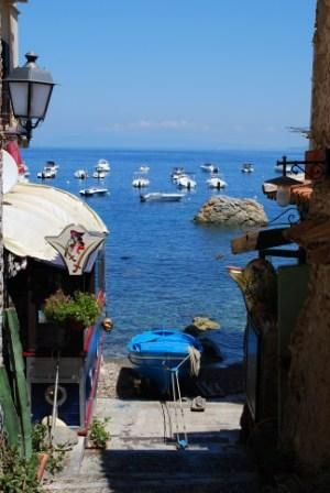 Restaurant Il Pirata U'Bais is in the center of Chianalea of Scilla, one of the most beautiful villages in Italy, characterized by its narrow streets, passable only by foot, and houses built immediately behind the sea. www.ubais.it