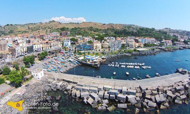 Luftaufnahme Fischerhafen Aci Castello http://www.sizilien-etna.de/2015/09/luftaufnahmen-mit-drohne-acicastello.html