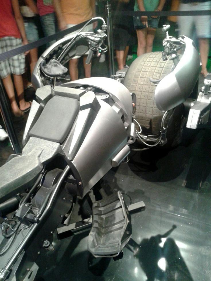 La Batpod esposta per promuovere l'ultimo capitolo della trilogia di Batman versione Nolan