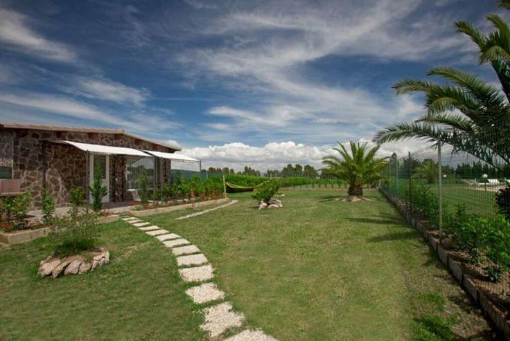 Eingezäunte Gärten, Auslauf, naher Hundestrand. Hundefreundliche Ferienanlage in der italienischen Toskana, Nähe Meer. Wellness, Kinderspielplätze, Sport uvm.