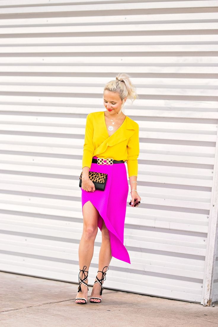 pink skirt outfit.