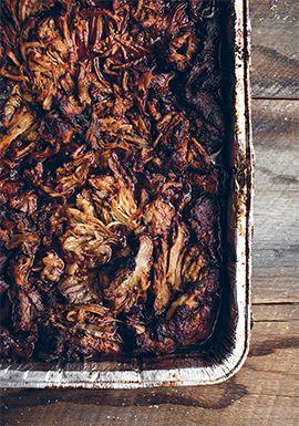 Porc effiloché, sauce barbecue aux abricots & nachos garnis