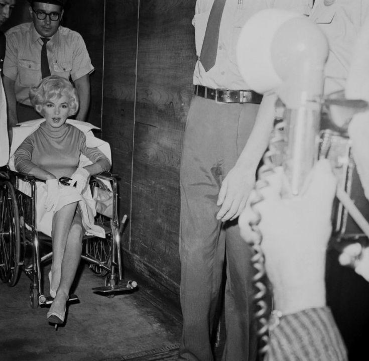1961 / Le jeudi 29 juin Marilyn fut opérée de la vésicule biliaire. A son…