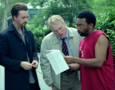 Edward Norton, Philip Seymour Hoffman and director Spike Lee on the set of 25th Hour (2002).
