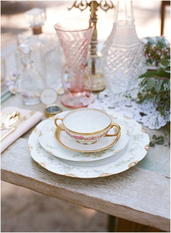 Vintage French table setting | Image by Raquel Leal | Read more http://www.frenchweddingstyle.com/vintage-chic-french-wedding-inspiration/