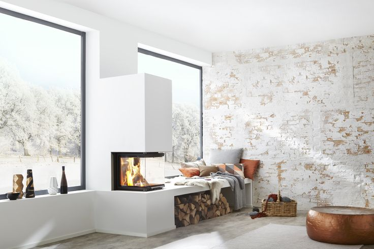 BRUNNER Systemkamin BSK 10 Panorama, weiß verputzt in stylischem, hellem Appartment.  BRUNNER kit system fireplaces BSK 10 panorama with white plaster in a stylish, bright apartment.