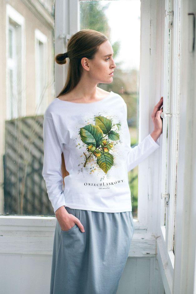 Damska bluzka GAU z długim rękawem zaprojektowana i uszyta w Polsce z wysokiej jakości miękkiej bawełny.  Swobodny krój oversize z dekoltem wykończonym na surowo, świetnie układa się na każdej...