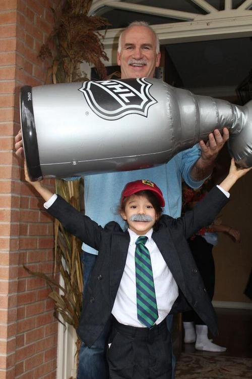 @NHL_Blackhawks: Classic. Last night Coach Q got a Halloween visit from the Stanley Cup and… himself!